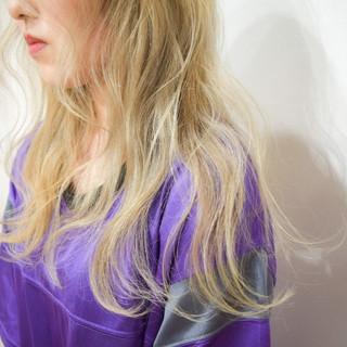 セミロング エレガント ハイトーンカラー ブロンドカラー ヘアスタイルや髪型の写真・画像