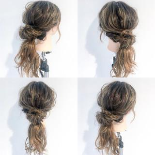 ルーズ セミロング フェミニン アウトドア ヘアスタイルや髪型の写真・画像