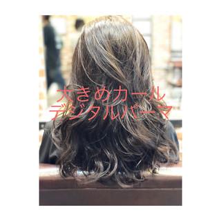 グレージュ ロング アンニュイほつれヘア デジタルパーマ ヘアスタイルや髪型の写真・画像