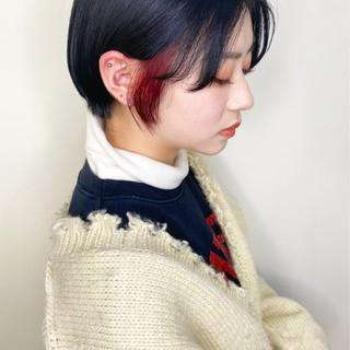 ガーリー 切りっぱなしボブ インナーカラー ショート ヘアスタイルや髪型の写真・画像