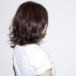 ミディアム ハイライト アッシュ グレージュ ヘアスタイルや髪型の写真・画像