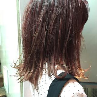 レッド ピンク グレージュ スモーキーカラー ヘアスタイルや髪型の写真・画像