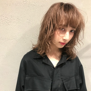ミディアム レイヤーカット おフェロ ストリート ヘアスタイルや髪型の写真・画像