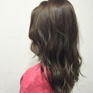 ベージュ セミロング 大人かわいい アッシュ ヘアスタイルや髪型の写真・画像
