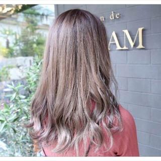 アッシュ 外国人風 フェミニン セミロング ヘアスタイルや髪型の写真・画像