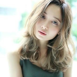 グラデーションカラー くせ毛風 ミディアム ピュア ヘアスタイルや髪型の写真・画像 ヘアスタイルや髪型の写真・画像