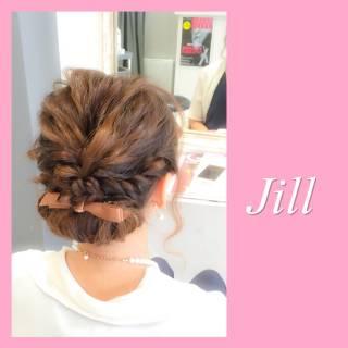 シニヨン ヘアアレンジ セミロング 波ウェーブ ヘアスタイルや髪型の写真・画像