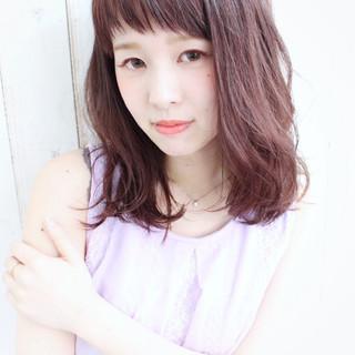ピンク オン眉 ミディアム ベリーピンク ヘアスタイルや髪型の写真・画像