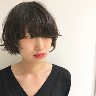 アンニュイ ゆるふわ ワンレングス ウェーブ ヘアスタイルや髪型の写真・画像