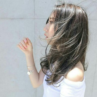 セミロング ナチュラル ゆるふわ グラデーションカラー ヘアスタイルや髪型の写真・画像