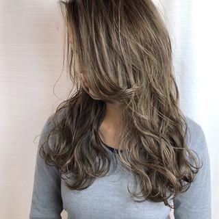 アッシュ フェミニン 外国人風カラー ハイライト ヘアスタイルや髪型の写真・画像