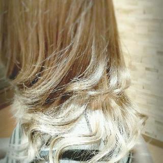 アッシュ ホワイト ダブルカラー ロング ヘアスタイルや髪型の写真・画像
