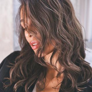ハイライト ナチュラル グレージュ ローライト ヘアスタイルや髪型の写真・画像