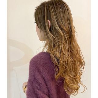 メッシュ ベージュゴールド ハイライト ロング ヘアスタイルや髪型の写真・画像