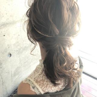 ミディアム 結婚式ヘアアレンジ ローポニーテール フェミニン ヘアスタイルや髪型の写真・画像