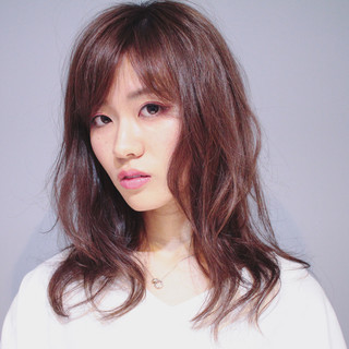 巻き髪 大人女子 セミロング かっこいい ヘアスタイルや髪型の写真・画像