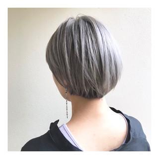 シルバー ショートボブ ハイトーン ホワイト ヘアスタイルや髪型の写真・画像