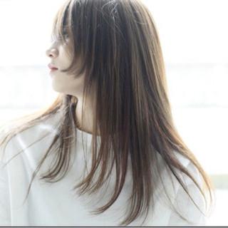 ストレート ナチュラル アッシュ 透明感 ヘアスタイルや髪型の写真・画像