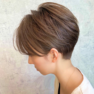 簡単スタイリング ショートヘア ミルクティーグレージュ ショートボブ ヘアスタイルや髪型の写真・画像