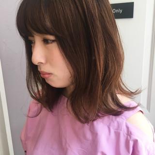 フェミニン ミディアム ブラウンベージュ ヘアスタイルや髪型の写真・画像