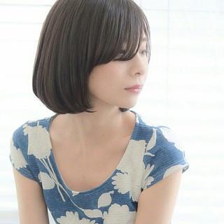 前髪あり アッシュ ふわふわ フェミニン ヘアスタイルや髪型の写真・画像
