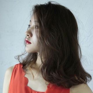 外国人風 ストレート ミディアム 外国人風カラー ヘアスタイルや髪型の写真・画像 ヘアスタイルや髪型の写真・画像