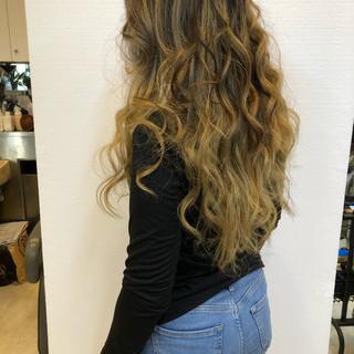ブロンドカラー ブロンド ロング バレイヤージュ ヘアスタイルや髪型の写真・画像