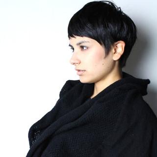 モード 外国人風 ショート 暗髪 ヘアスタイルや髪型の写真・画像