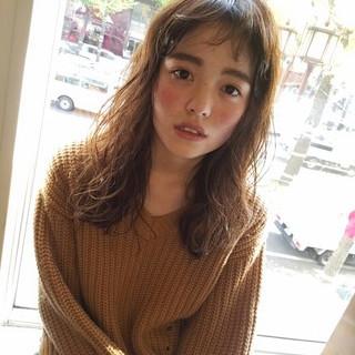 外国人風 前髪あり ゆるふわ グレージュ ヘアスタイルや髪型の写真・画像