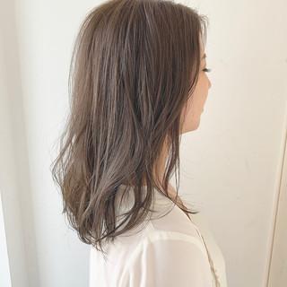ゆるウェーブ 透明感 ナチュラル 圧倒的透明感 ヘアスタイルや髪型の写真・画像 ヘアスタイルや髪型の写真・画像