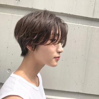 かき上げ前髪 前髪あり 抜け感 ショート ヘアスタイルや髪型の写真・画像