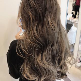 外国人風 ハイライト ヘアアレンジ ナチュラル ヘアスタイルや髪型の写真・画像 ヘアスタイルや髪型の写真・画像