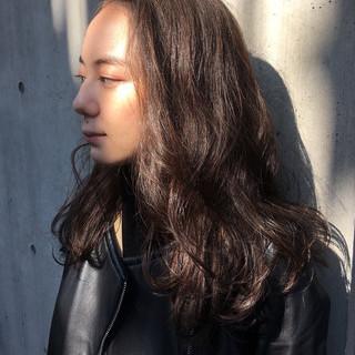 セミロング グレーアッシュ 大人ロング ナチュラル ヘアスタイルや髪型の写真・画像