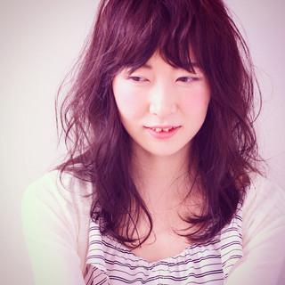 前髪あり くせ毛風 ゆるふわ フェミニン ヘアスタイルや髪型の写真・画像