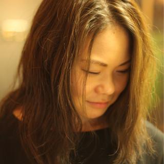 ガーリー セミロング ゆるふわ アンニュイ ヘアスタイルや髪型の写真・画像