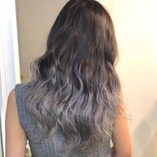 セミロング ホワイトシルバー シルバーグレイ シルバーグレー ヘアスタイルや髪型の写真・画像