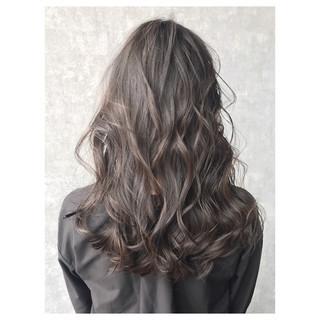 ナチュラル グレージュ アッシュグレージュ ブルーブラック ヘアスタイルや髪型の写真・画像