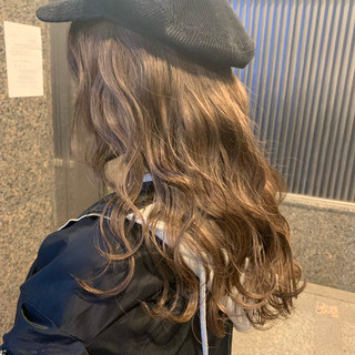 グレージュ グラデーションカラー ハイライト バレイヤージュ ヘアスタイルや髪型の写真・画像