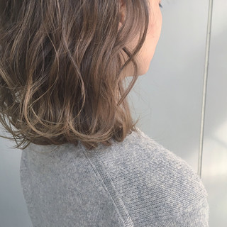 ベージュ 外国人風カラー ウェーブ ミルクティーベージュ ヘアスタイルや髪型の写真・画像