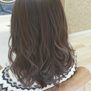 ゆるふわ 大人かわいい ミディアム ブラウンベージュ ヘアスタイルや髪型の写真・画像