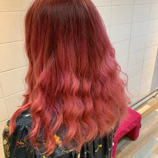 ロング 波ウェーブ ブリーチ ガーリー ヘアスタイルや髪型の写真・画像
