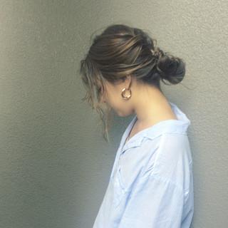 簡単ヘアアレンジ パーマ ナチュラル デート ヘアスタイルや髪型の写真・画像