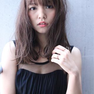 セミロング ワイドバング ゆるふわ 外国人風 ヘアスタイルや髪型の写真・画像