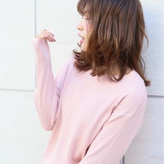 ミディアム ミルクティー シースルーバング アッシュベージュ ヘアスタイルや髪型の写真・画像