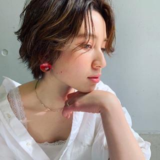 ショート ゆる巻き ショートヘア ナチュラル ヘアスタイルや髪型の写真・画像