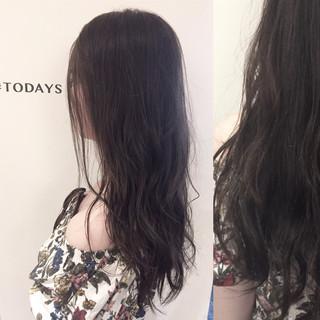 セミロング アッシュ オリーブアッシュ 外国人風 ヘアスタイルや髪型の写真・画像