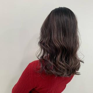 ハイライト ミディアム ピンクベージュ エアータッチ ヘアスタイルや髪型の写真・画像