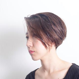 前下がり 大人女子 刈り上げ ストリート ヘアスタイルや髪型の写真・画像