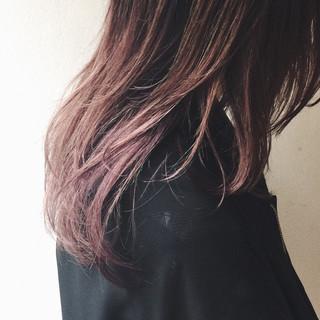 ハイトーン ストリート ベリーピンク ミディアム ヘアスタイルや髪型の写真・画像