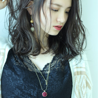 ミディアム ハイライト グレージュ 外国人風カラー ヘアスタイルや髪型の写真・画像 ヘアスタイルや髪型の写真・画像